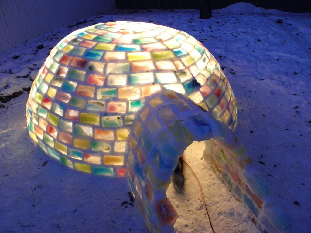 colored_ice_igloo_16