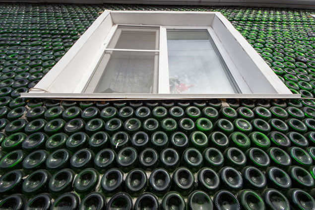 champagne-bottle-house2