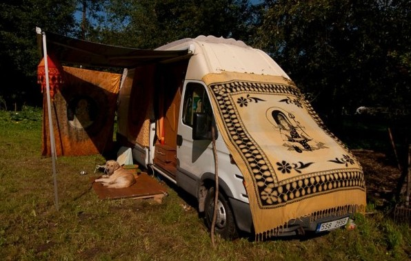 dipa-vasudeva-das-work-van-to-tiny-cabin-conversion-diy-motorhome-0020-600x4001