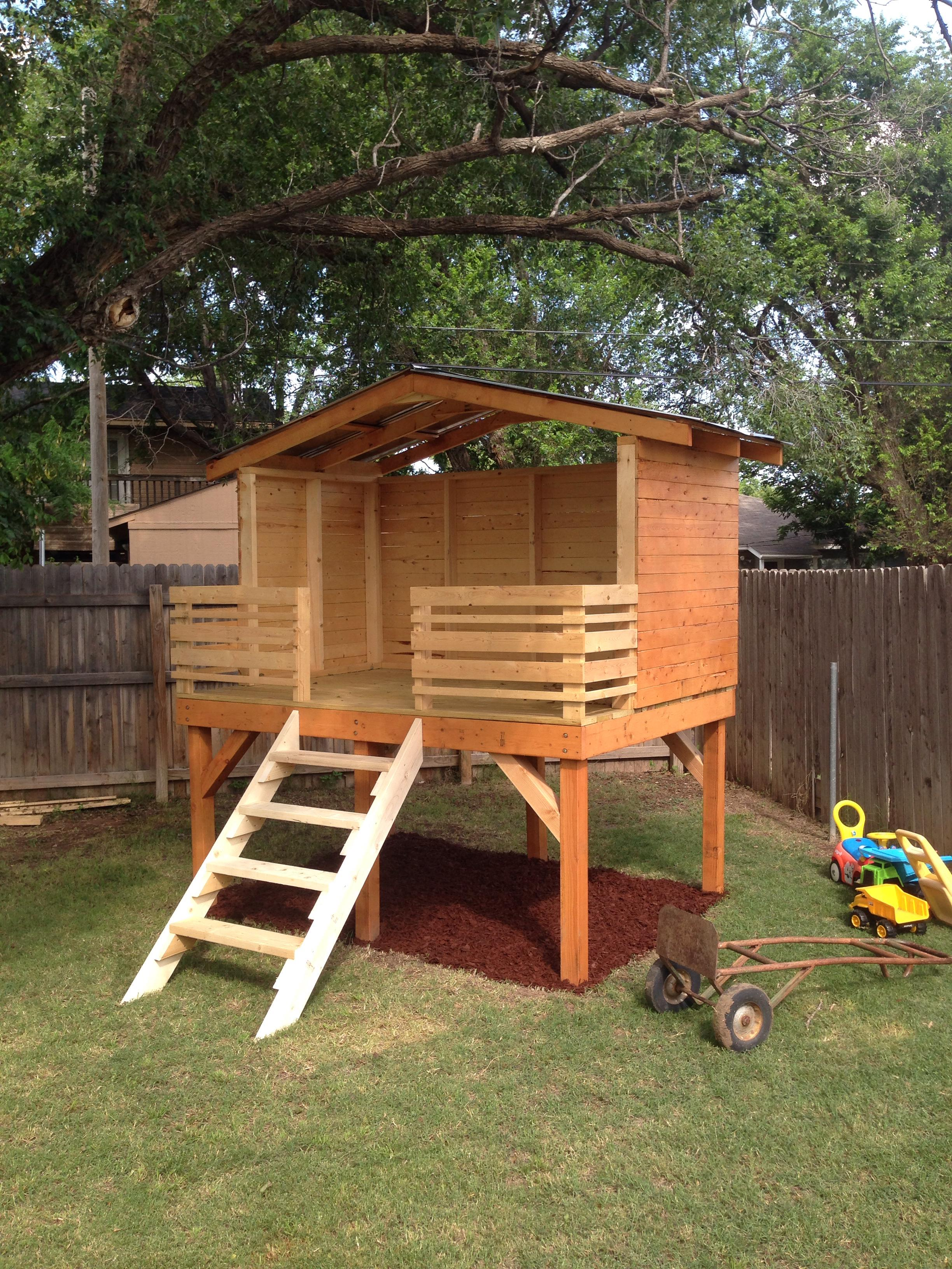 Dad chronicles his diy backyard fort project for Simple outdoor playhouse plans