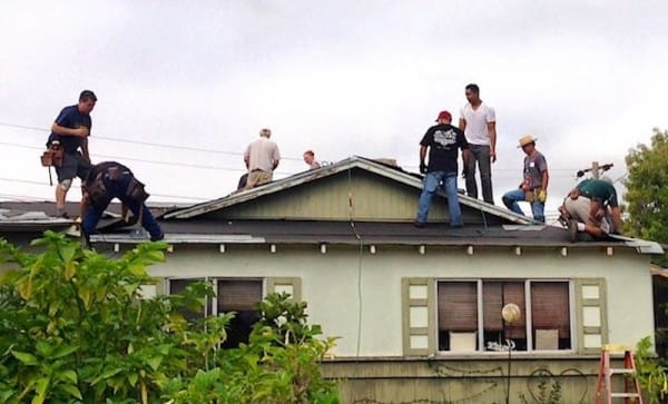 roofing-volunteers-Facebook-David-Perez-600x363