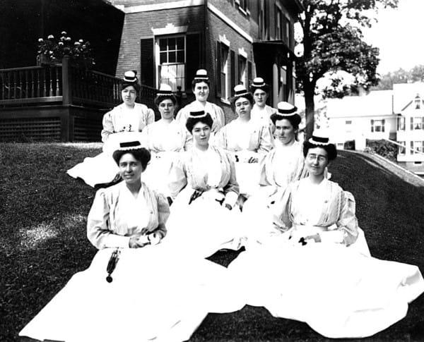nurses-3-600x485