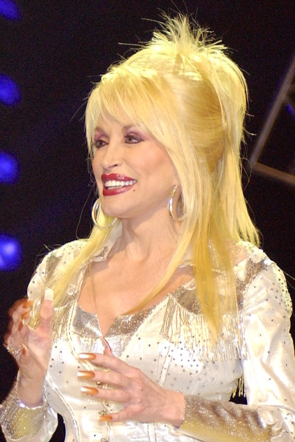 Dolly_Parton_in_Nashville_2-600x900